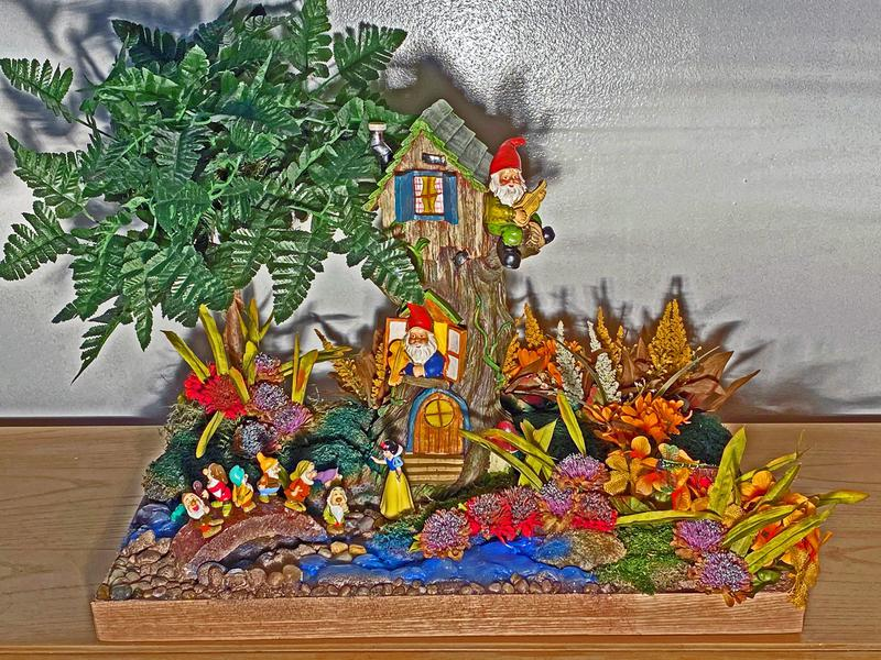 Snow White and the Seven Dwarfs Centerpiece